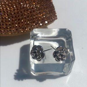 Jewelry - Sterling Silver Flower 🌺 Studs